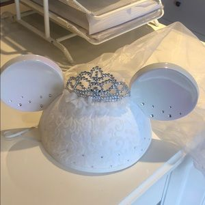 Disney Minnie ear veil hat